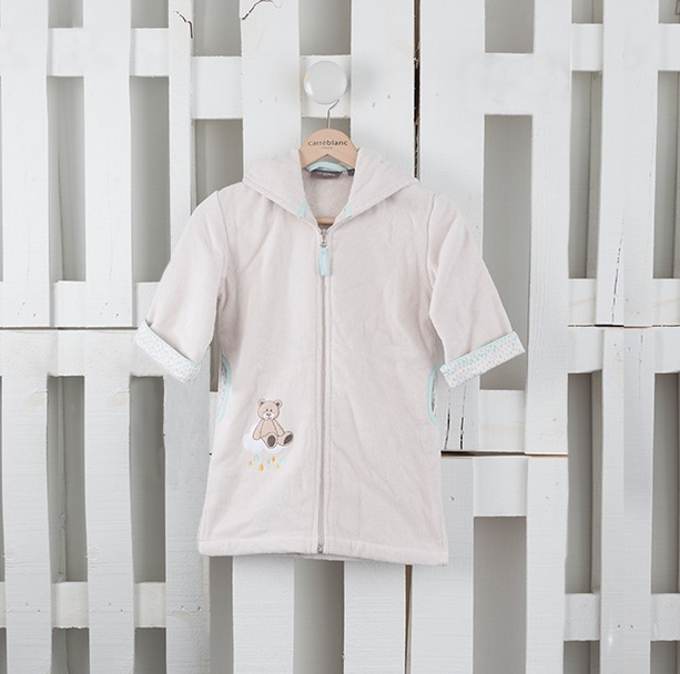 Un peignoir Carré Blanc pour un cadeau de baby shower