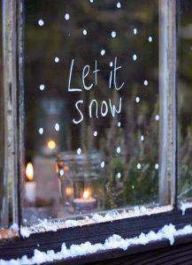 Une peinture de fenêtre en neige enfants